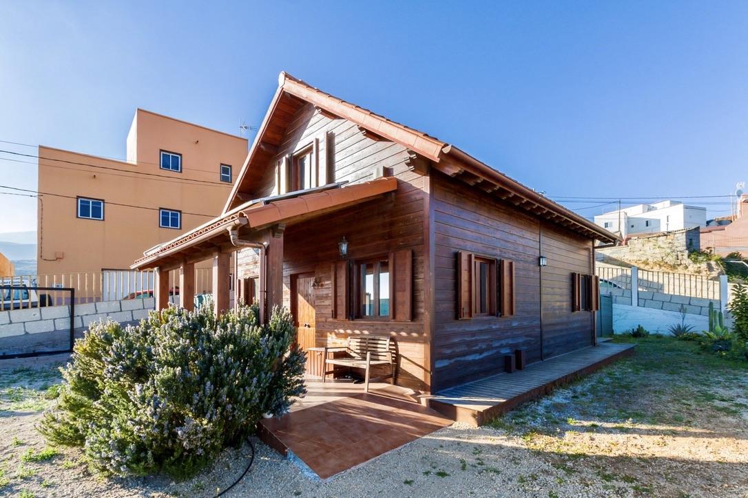 Fasnia: Modernes Holzhaus mit Solar/Fotovoltaik