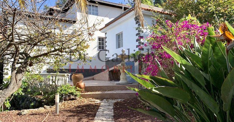 Landhaus mit schöner Gartenanlage