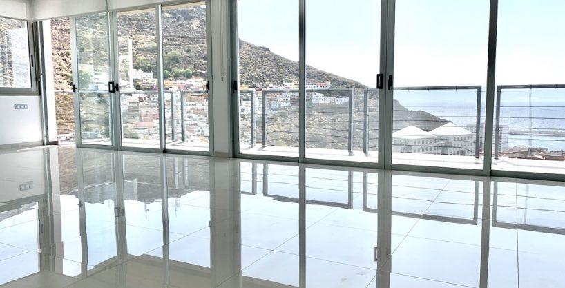 Neubau-Villa mit Blick über Santa Cruz