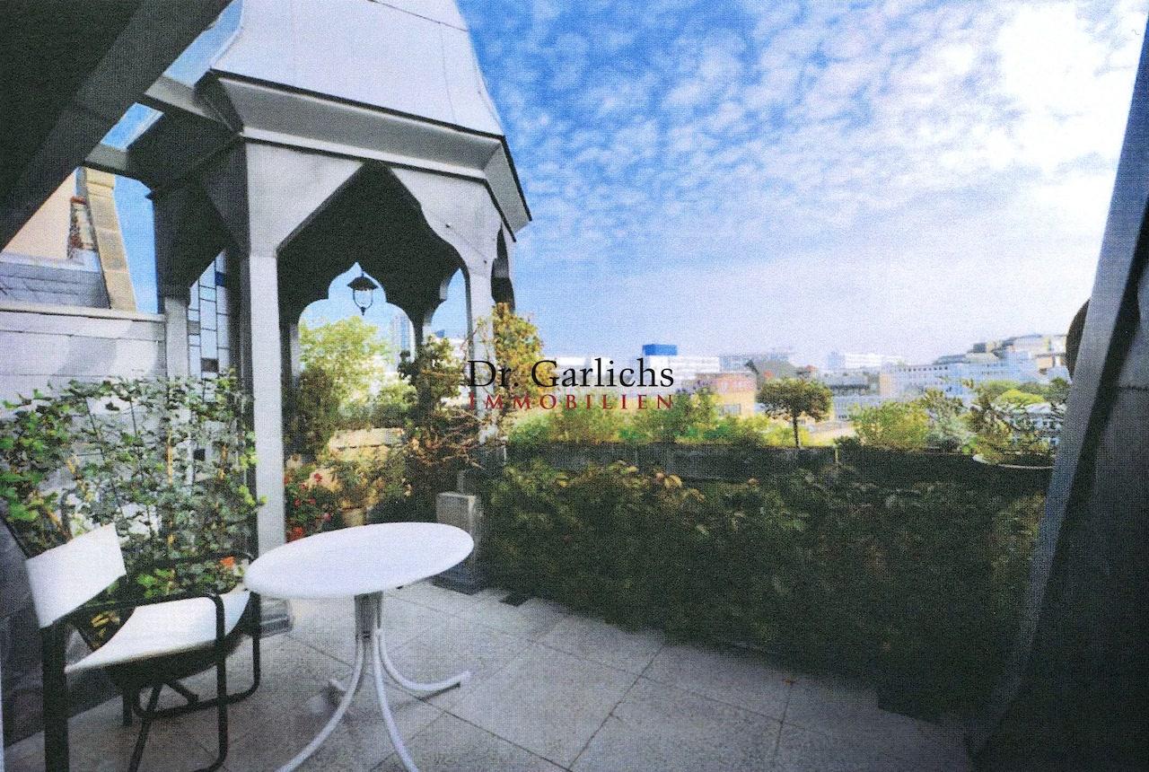 Dachgeschoss mit Terrasse in einem wunderschönen Altbau