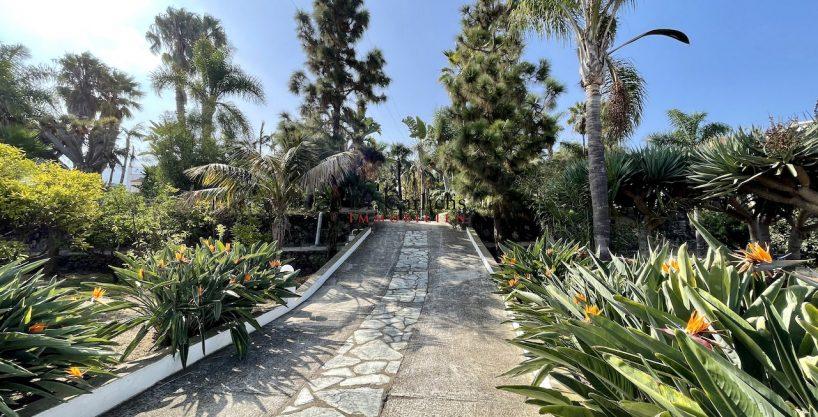 Garten-Paradies mit Haupthaus und 3 Einliegereinheiten